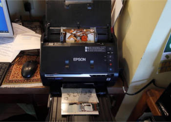 How to scan photos fast using high-speed photo scanners?